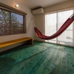 『志和堀の家』スキップフロアのある家の部屋 ハンモックのあるセカンドリビング