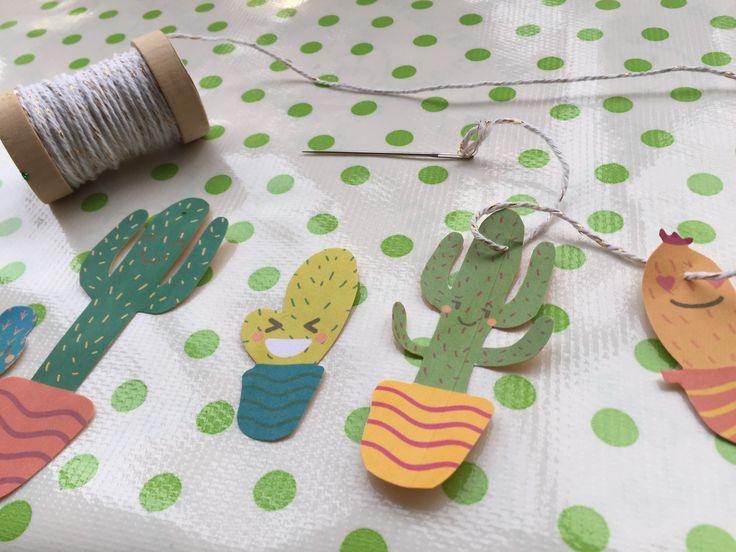 Cactus slinger. Ontworpen met afbeeldingen van freepik en verder afgemaakt door er vrolijke gezichtjes in te maken. Uitrpinten, uitknippen, touw er doorheen en ophangen maar :).