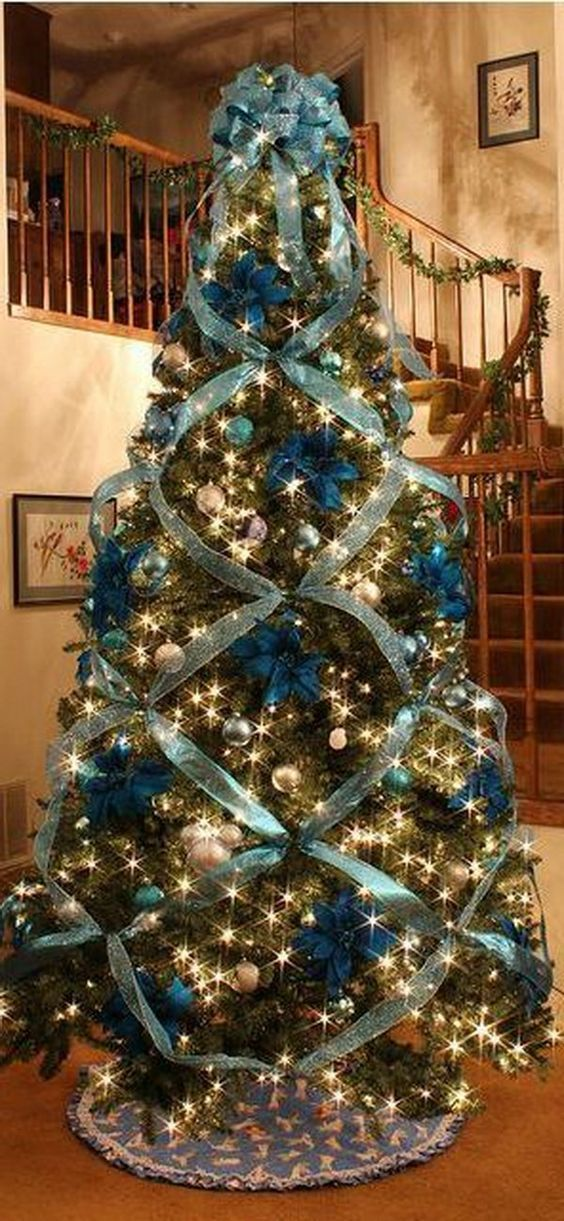 Gorgeous Christmas tree in teal and gold with poinsettias