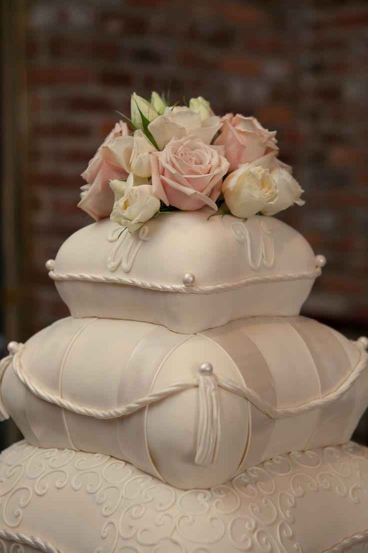 Pillows! Love this. Find the best Toronto and the GTA have to offer on thePWG.ca #Wedding #Cakes http://www.theperfectweddingguide.com/toronto_wedding_cakes.html
