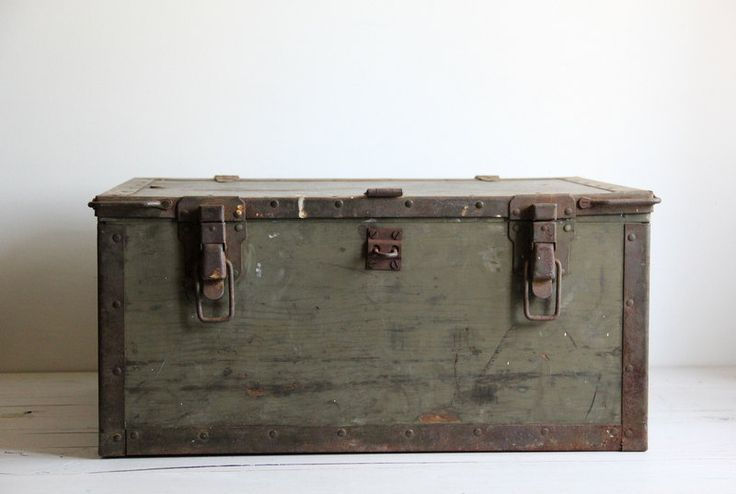 vintage WWII military box // trunk // chest.