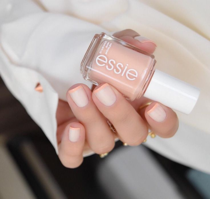 Base coat: Essie Millionails -2 coats of Essie Marshmallow (a essie classic) -French Tips with Essie High Class Affair from the Spring 2016 Collection. -1 coat of Essie Mademoiselle -Top Coat Essie Gel Setter