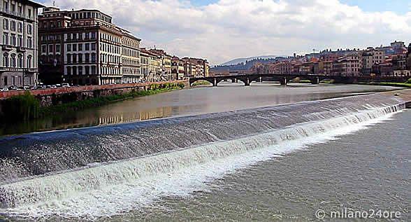 Fluss Arno durch Florenz