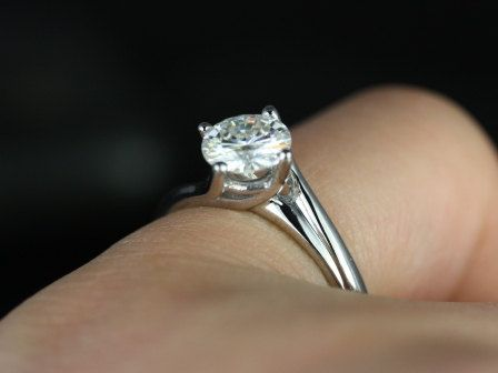 Souffle 14kt White Gold Round FB Moissanite Single Twist Kite Solitaire Engagement Ring (Other metals and stone options available)