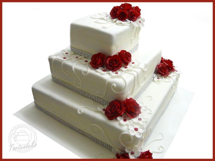 Eckige Hochzeitstorte mit Rosen in bordeaux