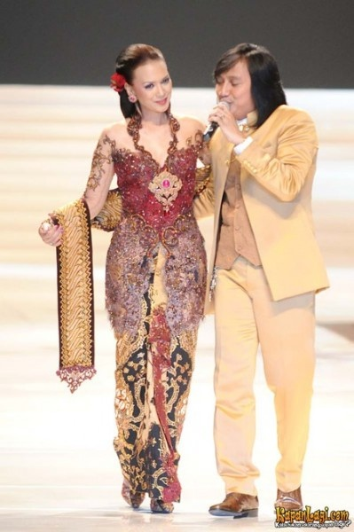 """Fashion Show and Theatrical Musical """"TWO DECADE"""" Anne Avantie Performance Work in Indonesia"""