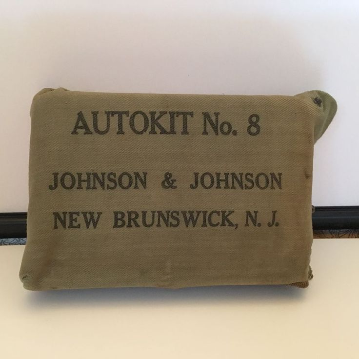 VINTAGE  JOHNSON & JOHNSON FIRST AID AUTO KIT #8 IN TIN BOX contents incomplete