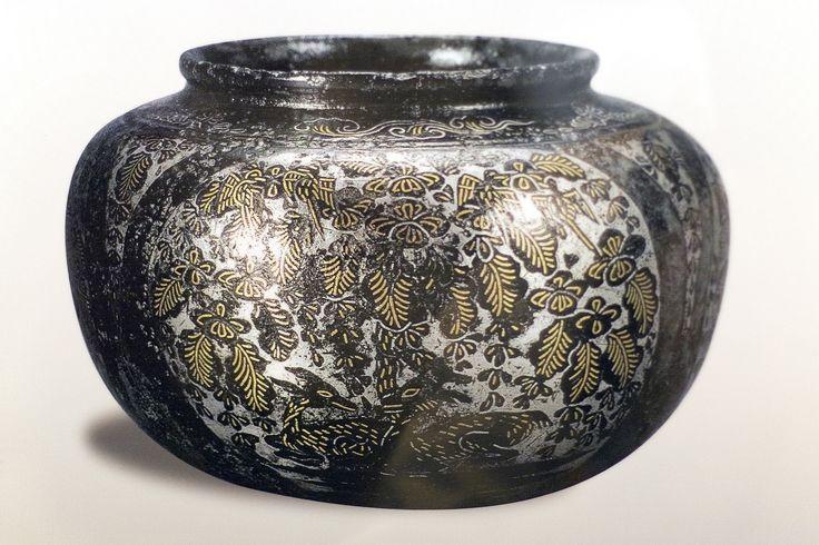https://flic.kr/p/HrMK1z | 금은 입사 항아리 : Jar - 5 to 6 century | 금실과 은실이 먹혀서 그림을 표현하고 있는 항아리입니다. 매력적인 통일 신라시대의 유물 중 하나입니다.