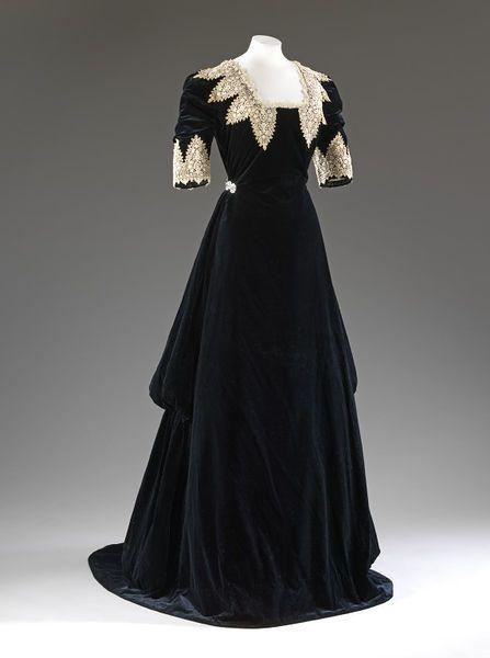 1910 dress.