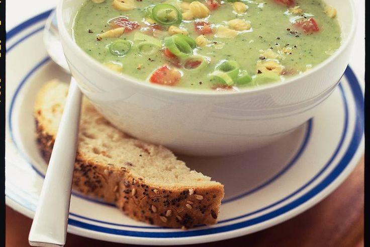 Romige broccolisoep met tomaat - Recept - Allerhande