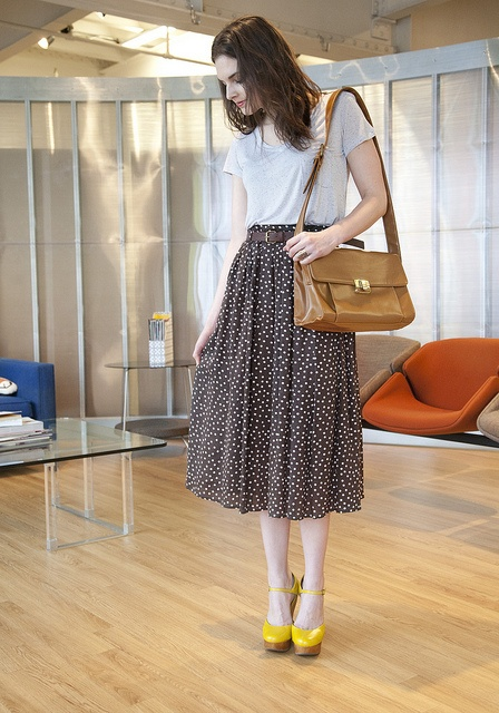 Love this mid-length skirt and the whole outfit