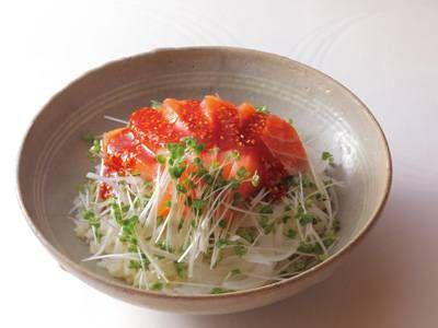 新たまねぎとサーモンのピリ辛甘酢丼