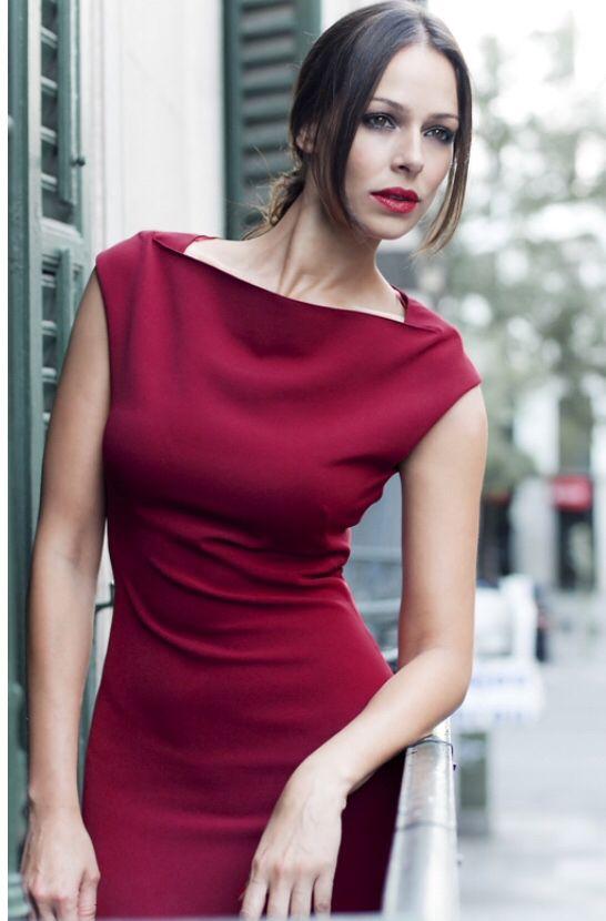 Burgundy. Eva González