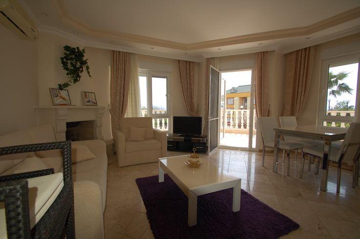 В Турции продается уютная просторная квартира на первом этаже с выходом в сад, в доме, расположенном в Алании (район Кестель). Квартира, 100 м2, меблирована, отличная техника, с 2 спальнями, ванной, гостиной с кухнею, большой террасой. С гостиной есть выход в сад и к бассейну. Дом огорожен и круглосуточно охраняется, есть бассейн и парковка. Рядом с домом набережная, вся инфраструктура, удобная транспортная развязка. Цена:  83000 евро #недвижимостьвтурции, #квартиравтурции…