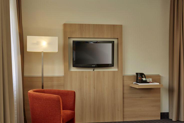 Alle Zimmer im H+ Hotel Darmstadt sind mit Flachbildschirm-TV ausgestattet