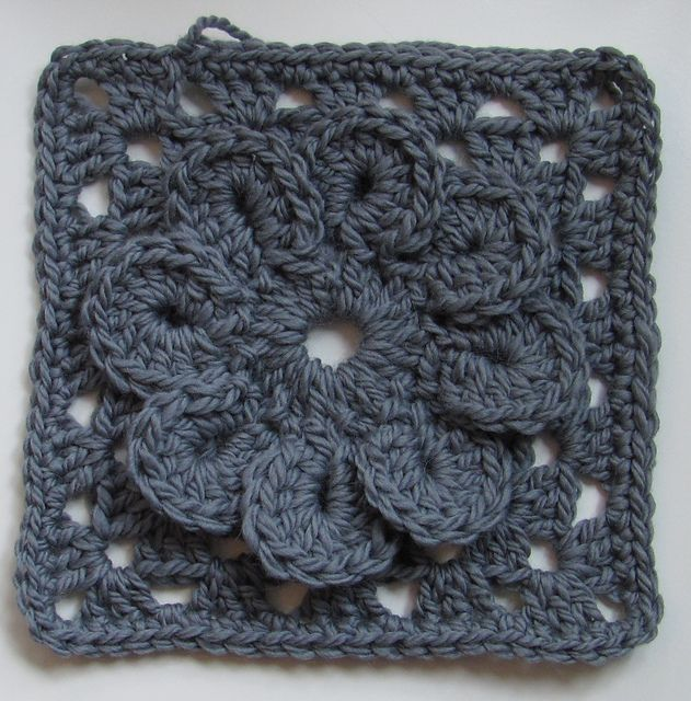 Ravelry: Bulky grannysquare with a flower -- free ravelry crochet afghan square pattern