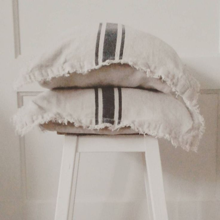 #linnen #linen #kussens #pillows #h&m #krukje #brocante #Parijs #Paris #keuken #kitchen #home  #blackandwhite #streep #stripes