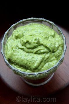 Salsa de aguacate (1 aguaca, sal, pelar 4 tomatillos, chile). Licuar agregar cilantro y volver a licuar. (recomendó persona local)