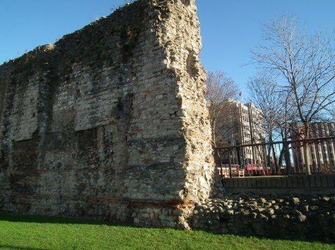London's Roman City Wall Walk