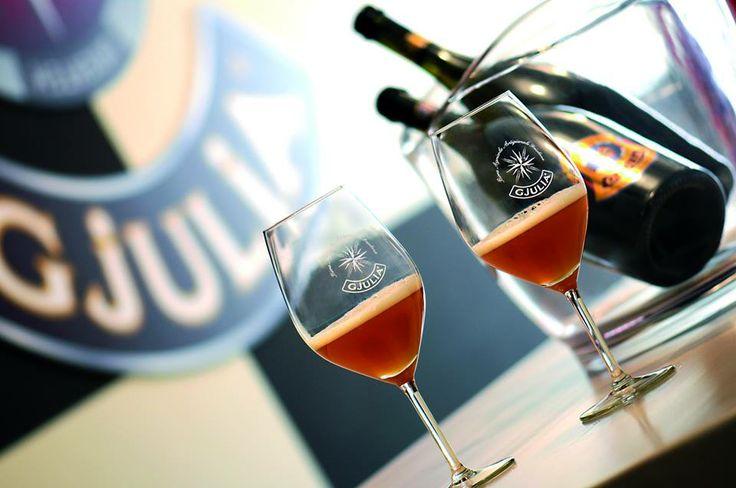 Red ale birra gjulia. Birra ambrata deliziosa