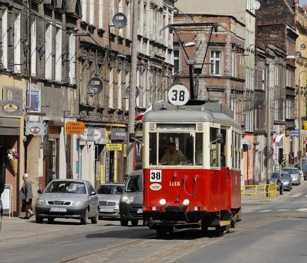 zabytkowy tramwaj nr 38 │historic tram in Piekarska street │photo Krzysztof Kadis