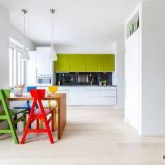 Casa di Juhana: Soggiorno in stile in stile Scandinavo di giovannoni studio & design