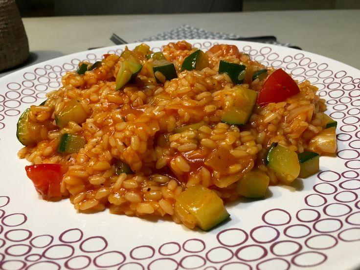 Risotto, het is een bijzonder en lekker Italiaans gerecht. Voor een risotto moet je de tijd nemen, dit omdat het vocht rustig opgenomen moet worden door rijst