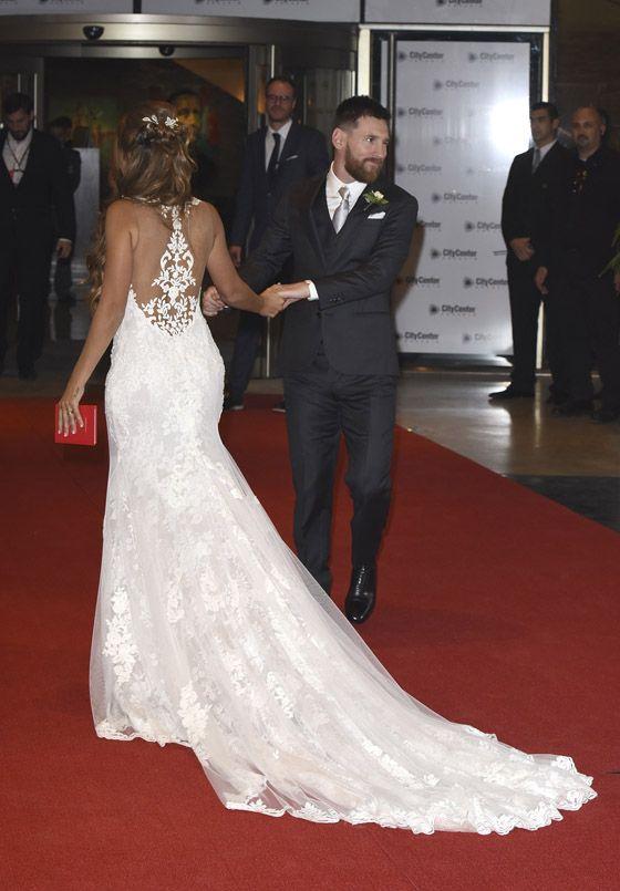 El vestido de novia de la mujer de Messi, Antonela Rocuzzo, es de la diseñadora española Rosa Clará