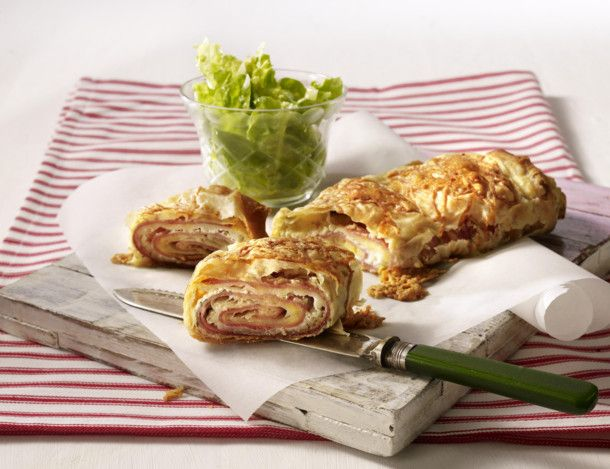 Unser beliebtes Rezept für Blitz Schinken-Käse-Strudel und mehr als 55.000 weitere kostenlose Rezepte auf LECKER.de.