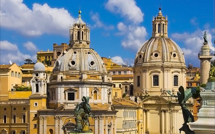 Tarih kokan şehir başkent Roma tam bir açık hava müzesi. Görkemli ve heyecan veren gezilecek görülecek yerleriyle İtalya'da ilk gezilmesi gereken yerlerden.