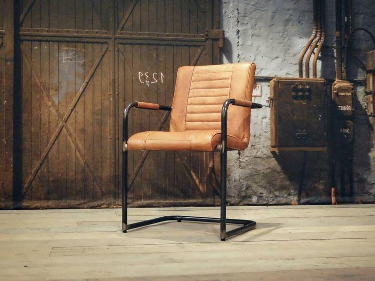 Stoere industriele stoel gemaakt van 100 handgewassen ongecorrigeerd buffelleer elke stoel is for Dus welke architectuur