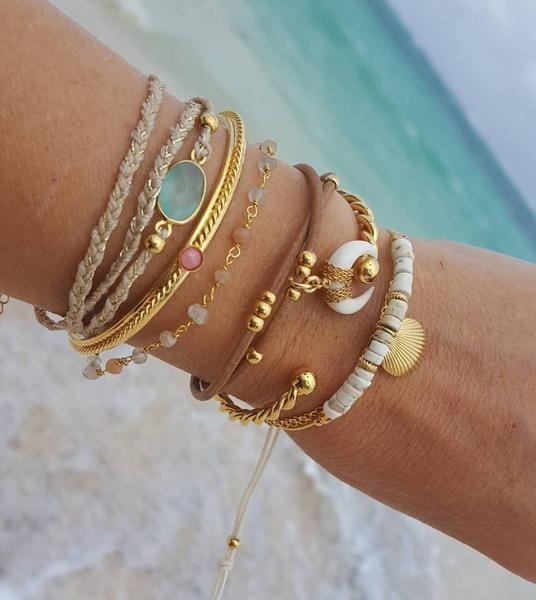 Bracelet Gaïa pierre naturel facetté serti, vermeil (argent 925 paque or24 carats), fermoir et chaînette de réglage. Existe en calcédoine, agate couleur rubi,