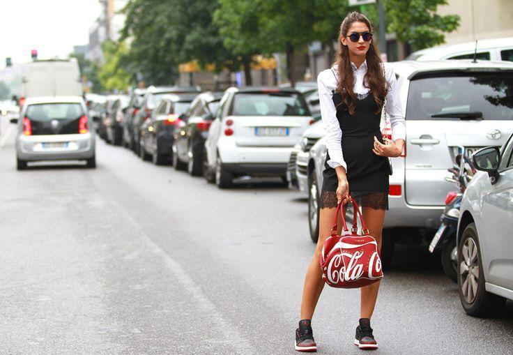 Street style Milan SS15 , primavera-verano 2015, bolsa coca-cola.
