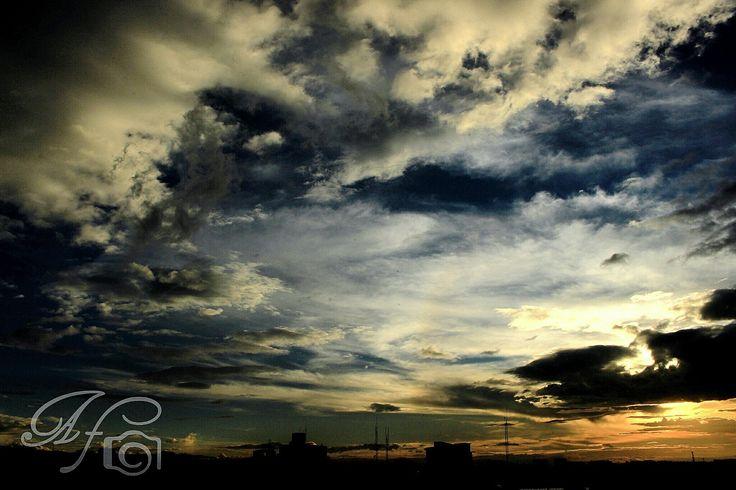 #sky  #cielo  #bogota 5:43. pm  #atardecer #capital