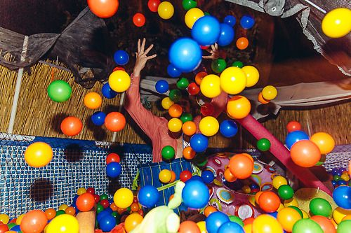 Have a ball pit. | 31 Impossibly Fun Wedding Ideas This needs to happen at the next wedding I go to!