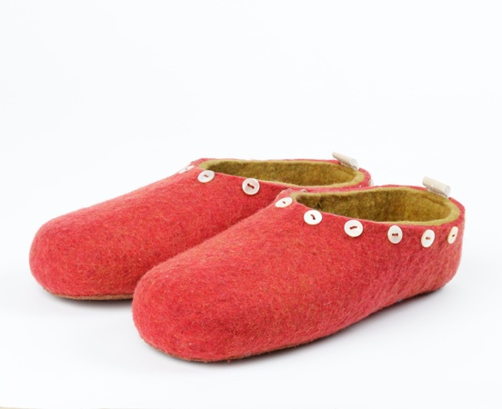felted slippers with lovely autumn colors available at www.filzschuhe-shop.de