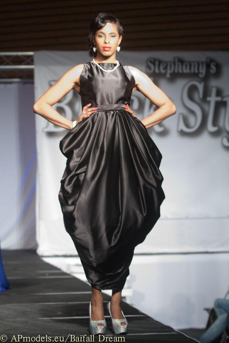 Haute Couture show GHIMELLS Fashion Designer: Melissa Oehlers Model: Zenna Hart Photographer: Jan de Bloois Make-up artist: Mirurgia Breinburg Stylist: Ani Manukjan Hairstylist: Felitia Jongaman Jewellery by Living Pearls