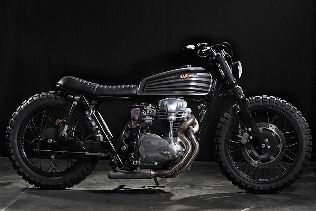 """Another beautiful and tough looking Kawasaki by CRD but I'm not a fan of the strut """"suspension"""".   2003 Kawasaki W650 by CRD via Bike Exif"""