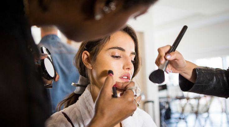 Eine Expertin verrät: So kannst du dein Gesicht schmaler schminken