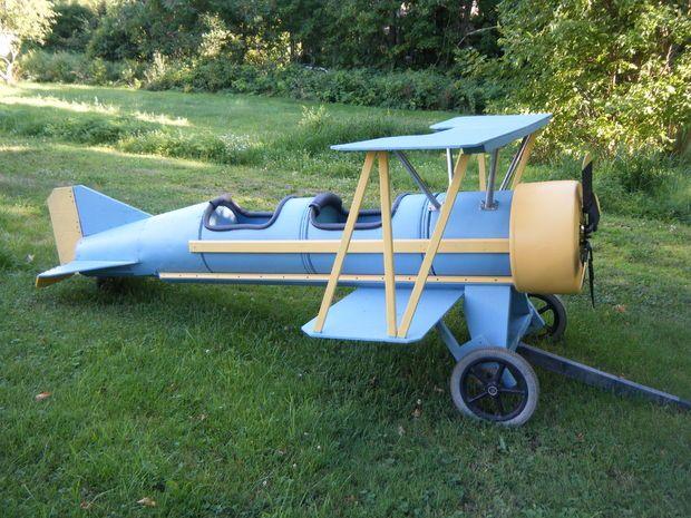 Picture of Cardboard barrel biplane. The Flyin' Lion