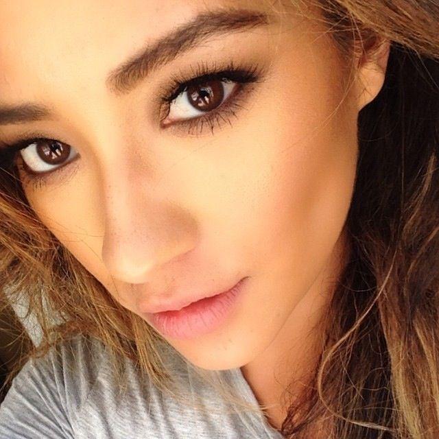 Shay Mitchell S Glowing Natural Makeup Celeb Makeup