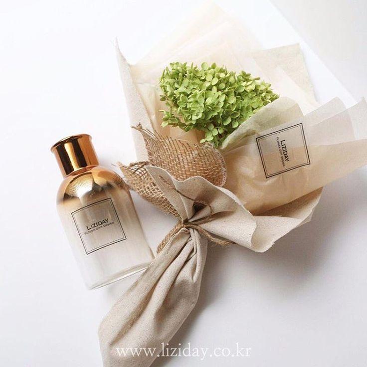 드라이플라워 수국 & 화병 세트 꽃다발 선물을 보다 센스있게✨ _ #liziday #flowerstudio #flowers #dryflower #gift #vase #리지데이 #드라이플라워 #수국 #수국꽃다발 #골드투톤화병 #드라이플라워꽃다발 #수국드라이플라워 #한정판매✔️ order #kakao리지데이(Liziday Flower Studio에서)