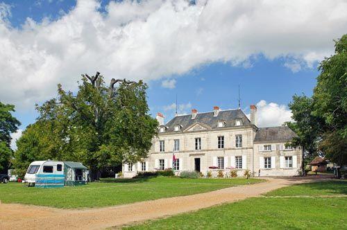 Castel Le Petit Trianon de St Ustre #Camping #Futuroscope #4étoiles #LesCastels #PoitouCharentes #Vacances #campsite #insolite #accommodation