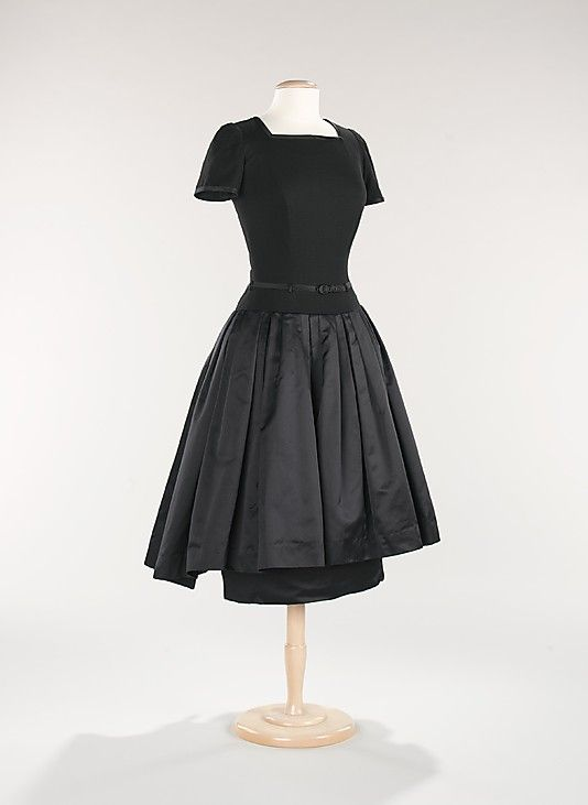Dress,Mainbocher 1955. Brooklyn Museum Costume Collection at The Metropolitan Museum of Art