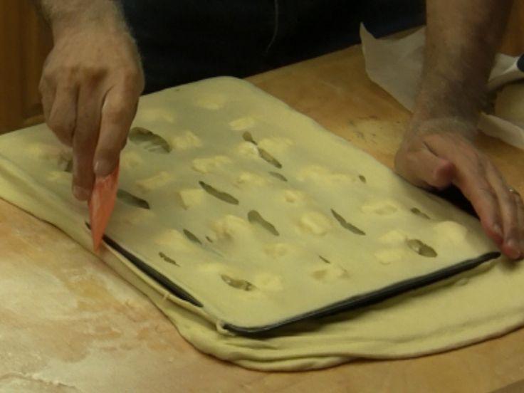 Il Video della Ricetta Focaccia col Formaggio di Recco fatta in casa. Una tradizione Ligure dal gusto strepitoso da leccarsi le dita