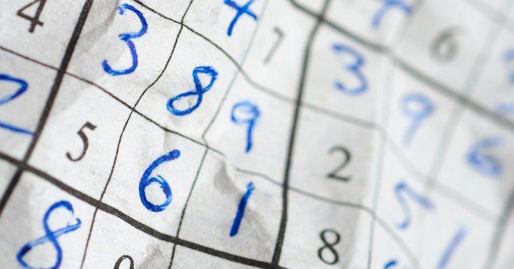 """Como resolver Sudoku com a técnica """"XY-Wings"""". A chamada """"xy-wing"""" é uma técnica avançada para resolver os Sudokus mais difíceis. Ela lhe permite eliminar opções dentro das células e pode ajudar a resolver um enigma muito difícil. Trata-se de encontrar três quadrados com um padrão específico de números e eliminar as escolhas com base nesses números."""