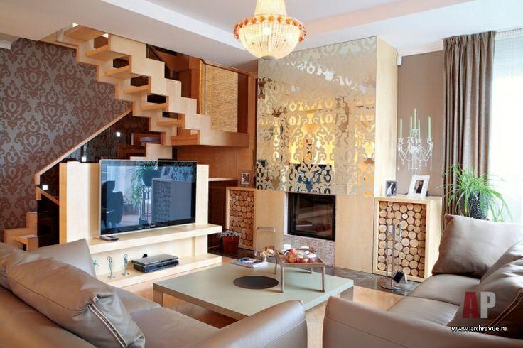 Дизайн интерьера четырехэтажного таунхауса | Оформление первого этажа построено на сочетании модного холодного графитового цвета стен и светлой древесины клена. Из него выполнен паркет, поставщик «Паркет Ленд», лестница, облицовка камина, изготовитель Tudor. Мебель, индивидуальное изготовление, поставщик «БКС».