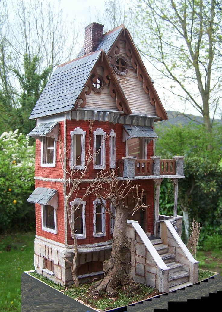 Gothic Victorian dollhouse-I can't get over how realistic these little things are.