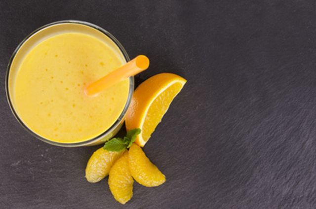 Do you want a delicious treat that can help lower cholesterol as well? Try this cholesterol lowering orange chia smoothie.