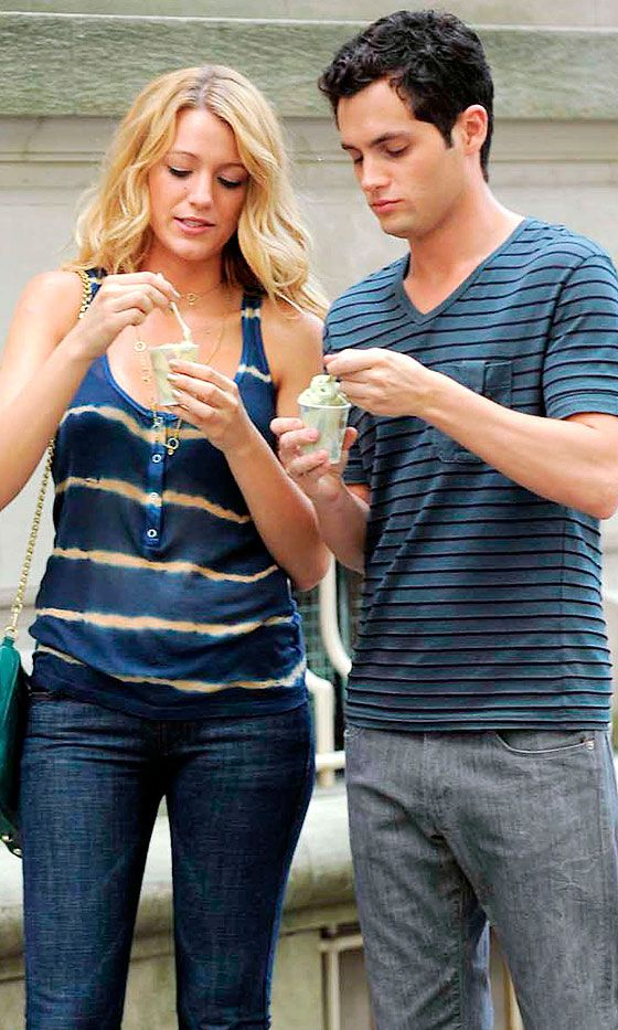 Serena Van Der Woodsen (Blake Lively) And Dan Humphrey (Penn Badgeley) Eat Ice Cream, 2008